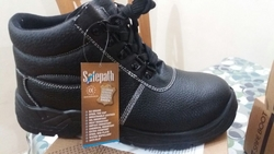 safety shoes s3 grade  from TRI EAST GENERAL TRADING CO.