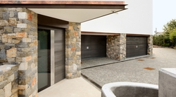 LUXURY RESIDENTIAL GARAGE DOORS