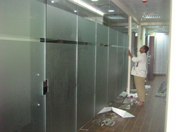 FRAMELESS GLASS PARTITIONS from AL YASMEEN GLASS & DECOR